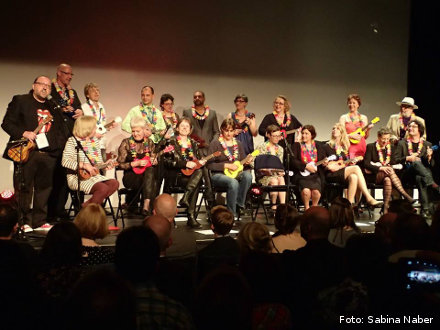 Worldwide first Ukulele Orchestra of German singing Crime Writers